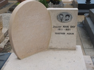 The grave of Man Ray and Juliet