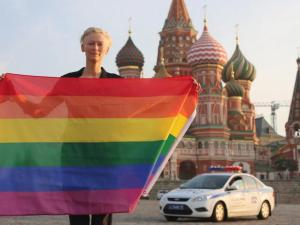 Tilda Swinton using her fame for a good cause one more time. Image source: http://i1.cdnds.net/13/27/618x465/tilda-russia.jpg