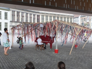 When we went to Ghent, 7 piano installations where at different areas of the city. Anyone was welcome to play. This little guy brought tears to my eyes.