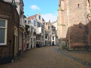 That's my favorite pic of Gouda, with all the narrow facades defining the curve of the street.