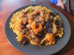 Cous cous with aubergines, bell peppers and apples.
