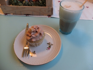 "My ""nutela"" cupcake and coffee."