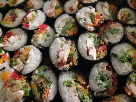 The trick to cut sushi rolls neatly is to use a heavy knife and keep it wet.