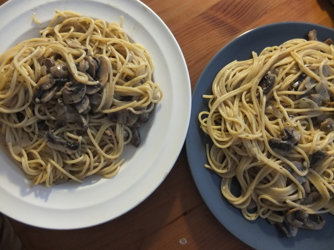 Mushroom spaghetti with vegan white sauce
