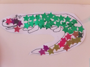 To make this crocodile, I drew the outline and helped Loulou make the stars using a paper punch. We both glued them together on the crocodile. She got to choose the paper color as well.