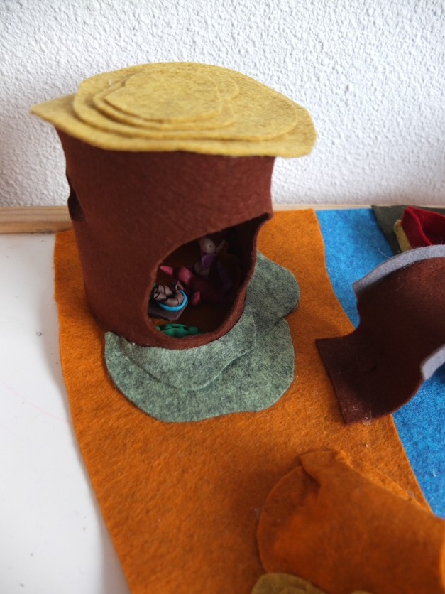 Detail of the tree stump house. If I re-did this one, I would put a double layer of felt, as it tends to lose it's shape, because the roof is a tad too heavy.